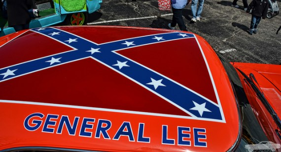 General Lee, with the Confederate Flag, from Flickr use Chad Horwedel (Creative Commons)
