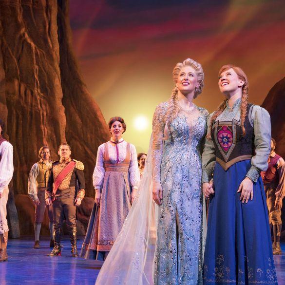 """Caissie Levy interpreta """"Let It Go"""" nas prévias da versão musical de Frozen na Broadway 24"""