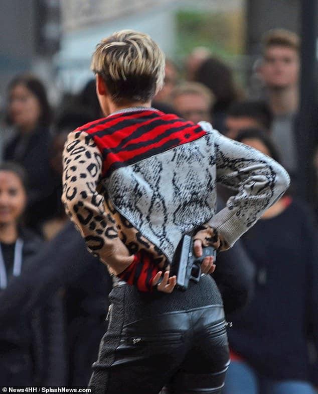 """Kristen Stewart aparece em novas fotos das gravações do reboot de """"As Panteras"""", rodadas na Alemanha 19"""