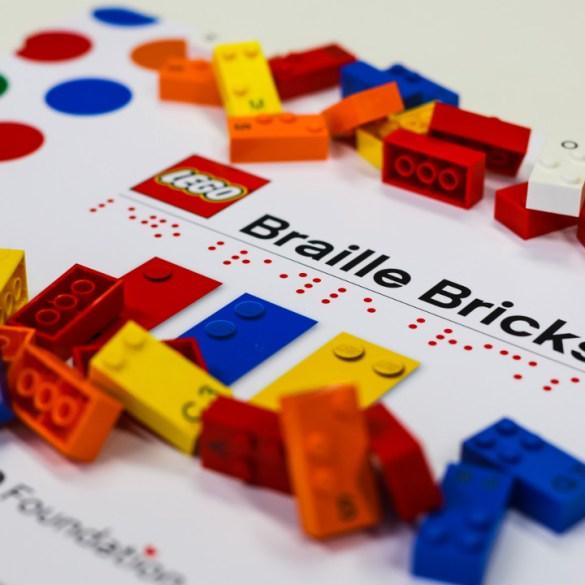 Brasil recebe projeto que ensina braille à crianças deficientes visuais usando Lego 16