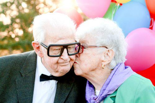 """Bisavós de 90 anos se vestem de """"Up"""" para aniversário do neto e viralizam 23"""
