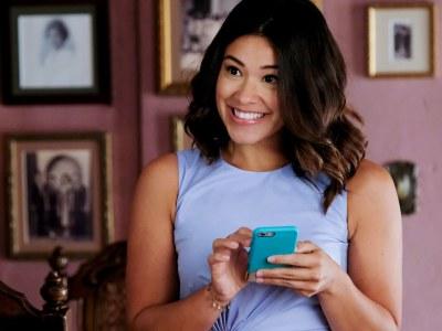 """Gina Rodriguez, de """"Jane the Virgin"""", está desenvolvendo nova série de humor ácido 28"""