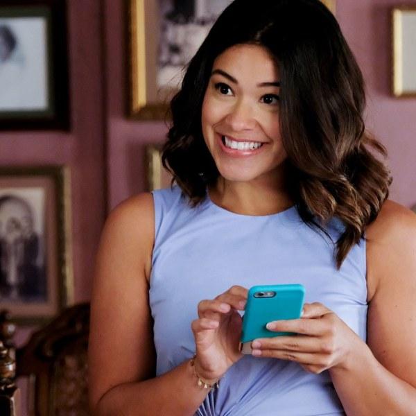 """Gina Rodriguez, de """"Jane the Virgin"""", está desenvolvendo nova série de humor ácido 23"""