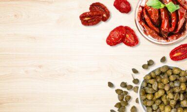 Pomodori-ciliegino-secco-capperi-sotto-sale-Prodotti-Tipici-Siciliani