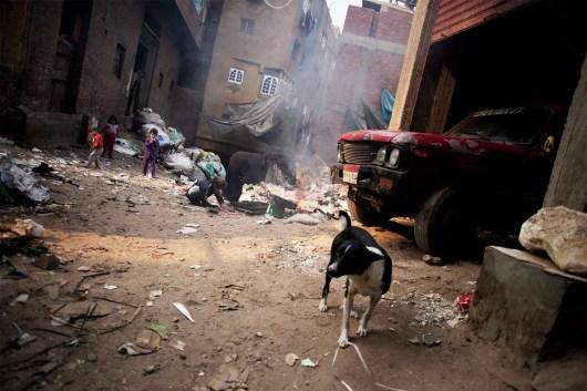 Woman with children burning garbage in Moquattam.