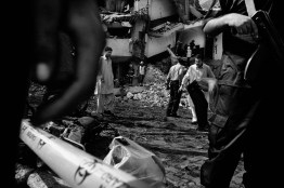 Islamabad, October 2008: Terroristic attak against the anti-terror department the police. Attak terroriste contre le service d'anti-terreur de la police.