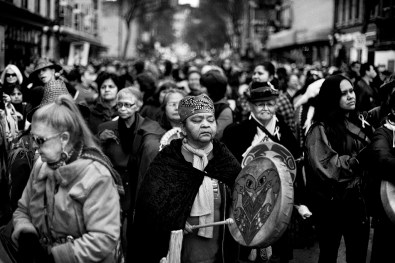 The 'Women's memorial march' in Vancouver is a yearly march where thousands of First Nations commemorates the hundreds of mostly First Nation women that disappeared the last fifteen years, many of them were raped and killed. In Vancouver alone 68 cases are being investigated. In Canada there are currently 630 recognized First Nations governments, the total population is about 700,000 of which half lives in British Colombia and Ontario. life in the reserves is difficult where unemployment is high, specially since the 2008 crisis. Many young First Nations move to Vancouver in the hope for a better life. They try to maintain their culture and identity in the big city and many make a livings as artists.