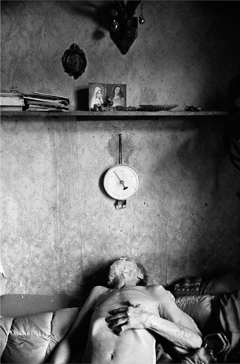 Jurek is resting in his room after a hot day. Edek lives in one room in the attic of a municipal tenement without electricity, heating or bathroom.