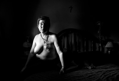 11-20-2014 San Salvador, Province of Entre Ríos. María Alejandra Arbizu suffers from disseminated high-grade breast cancer (13 x 6 cm). Her house is located in the Centenario neighborhood, a high impact zone where neighbors registered at least nine cancer cases in three blocks. In this area, there used to be a lindane spraying crop duster airfield. They left behind chemical cans buried in the ground that contaminated the water the neighbors drink.
