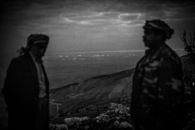 Iraq, Chermera: In the evening the Yazidis look from the mountain to the city Sinune, taken by the IS. Down they have electricity, running water, enough food. The luxury they do not have, the beleaguered refugees in the Sinjar Mountains.