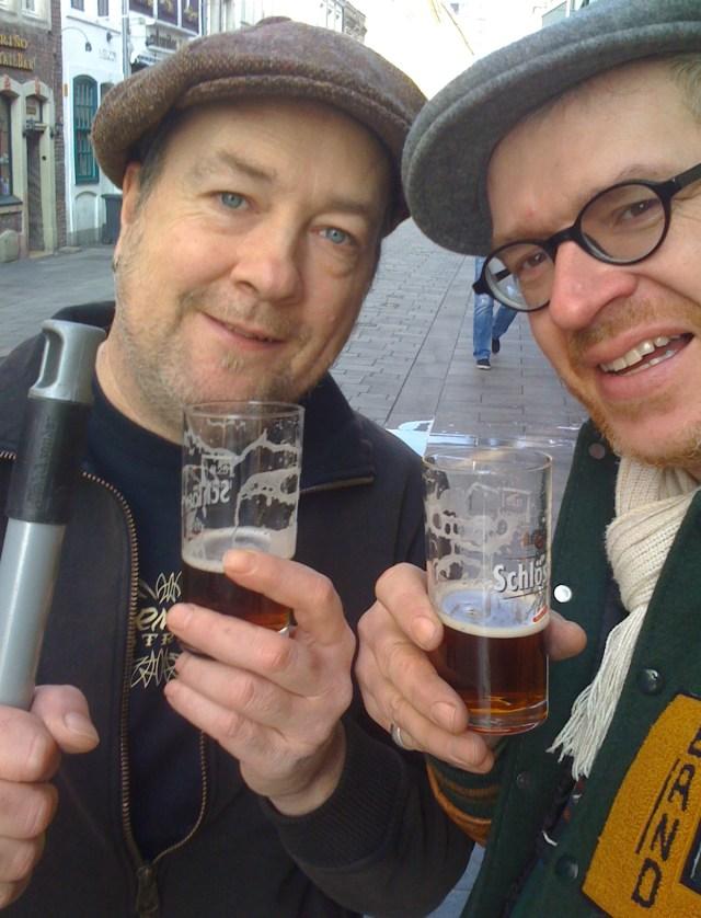 """Thomas """"Burrito Bros"""" mit Stefan vom et' Süppche mit verdientem Feierabend-Bier"""