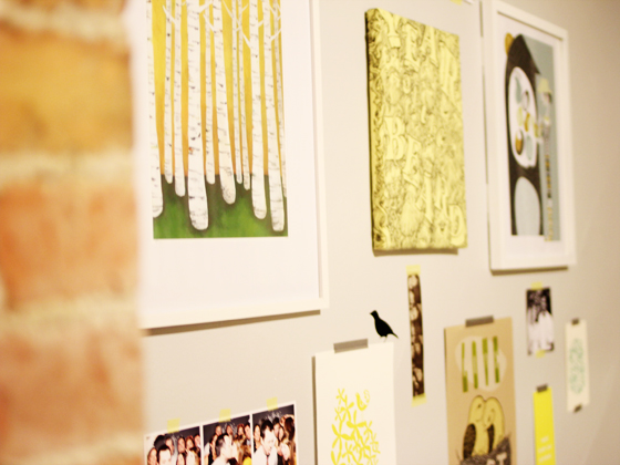 how to make a gallery wall, from Burritos&Bubbly