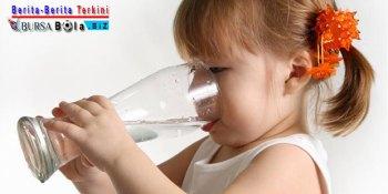 Cara Tepat Agar Anak Minat Untuk Minum Air Putih
