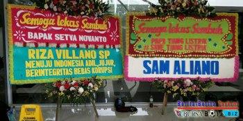 Karangan Bunga Untuk Setnov Dengan Tagar Save Tiang Listrik Terpajang di Lobi RSCM