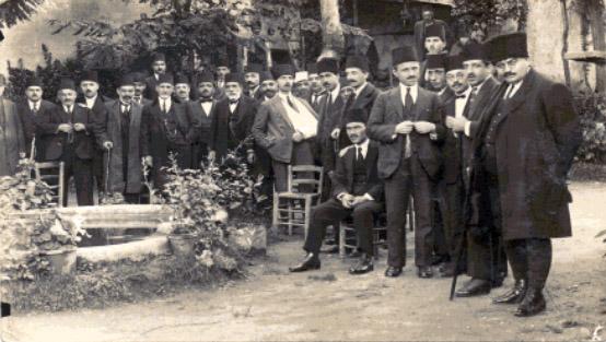 Bursa'da Hakim ve Avukatlar Setbaşı Türk Ocağı Bahçesinde 1924