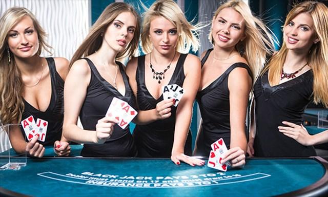 ライブカジノ女性ディーラー