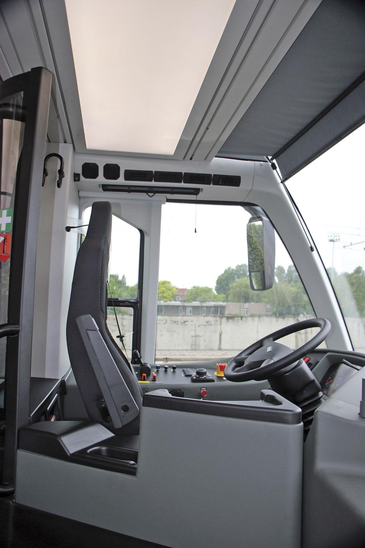 hight resolution of van hool exqui city cab