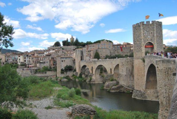 Puente de Besalú. pueblos medievales mejor conservados