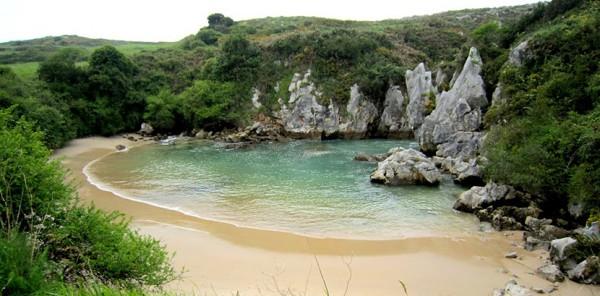 Playa de Gulpiyuri. Playas de Llanes