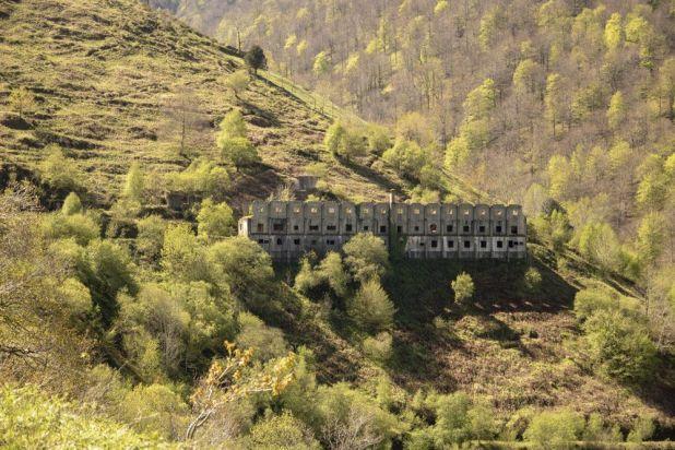Edificio en ruinas de la Colmena