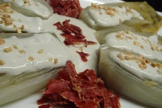 Ensalada de endibias con salsa Roquefort