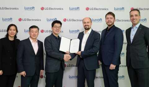 Signing ceremony for the automotive joint venture by LG Electronics and Luxoft at CES 2020.