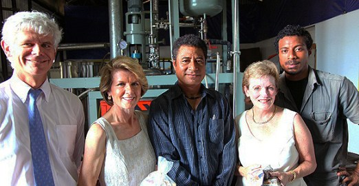 Max Puritau (far right) and his father Mickey (centre) welcome former Australian High Commissioner Ian Kemish, Australian Opposition Foreign Affairs spokeswoman, Julie Bishop and Australian Federal MP Jane Prentice to Paradise Spices.