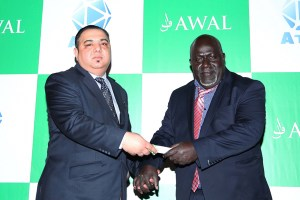 Awal's Muhammed Khan with PNG Communications and Information Minister Jimmy Moringtoro