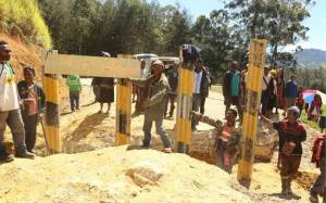 A trench dug by villagers across the road at Ipae Corner, Aiyak in Laiagam. Credit: PNG Police via RNZI