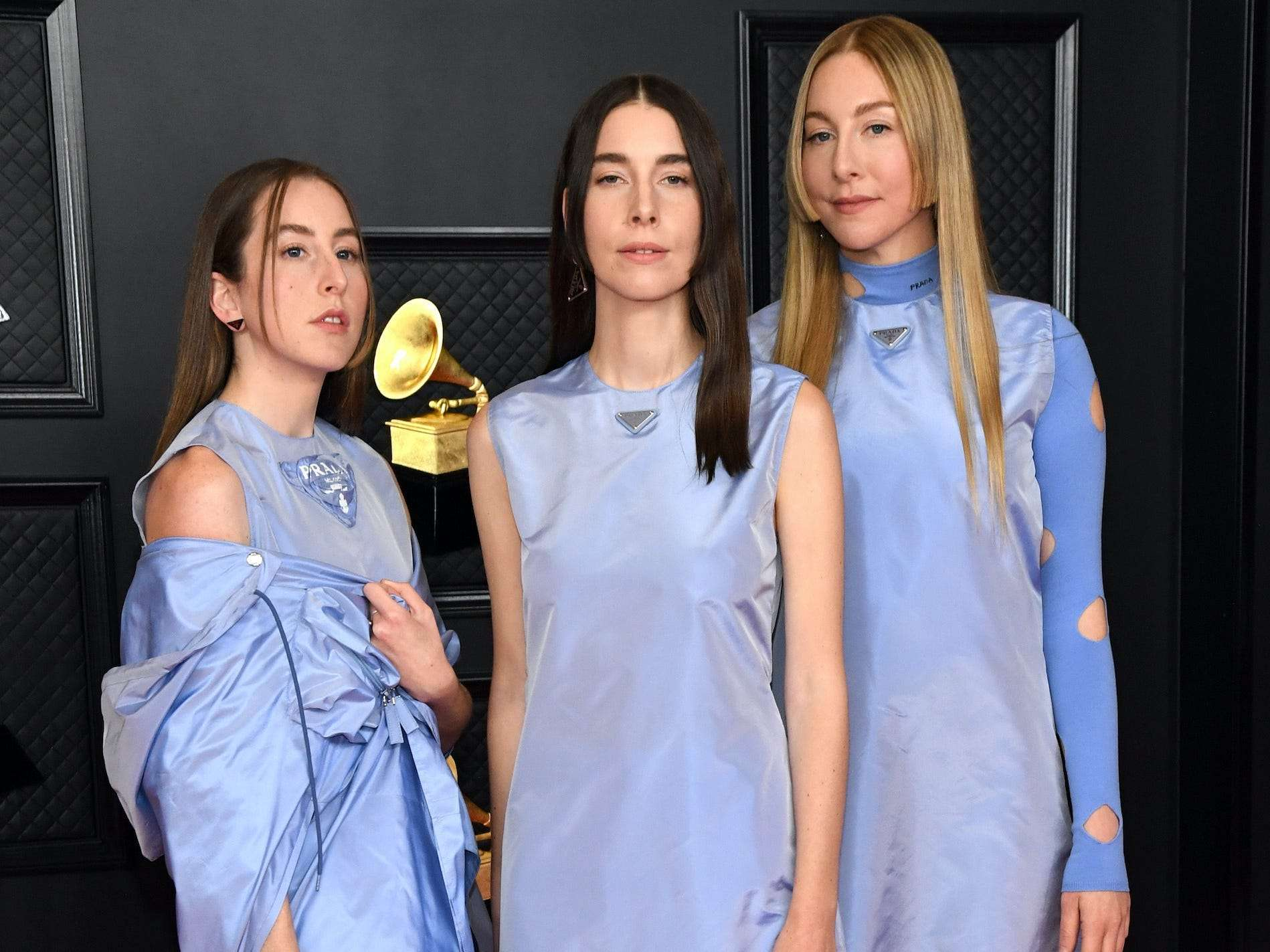 https www businessinsider in thelife news the haim sisters wore 3 different versions of the same outfit for the 2021 grammy awards articleshow 81502706 cms