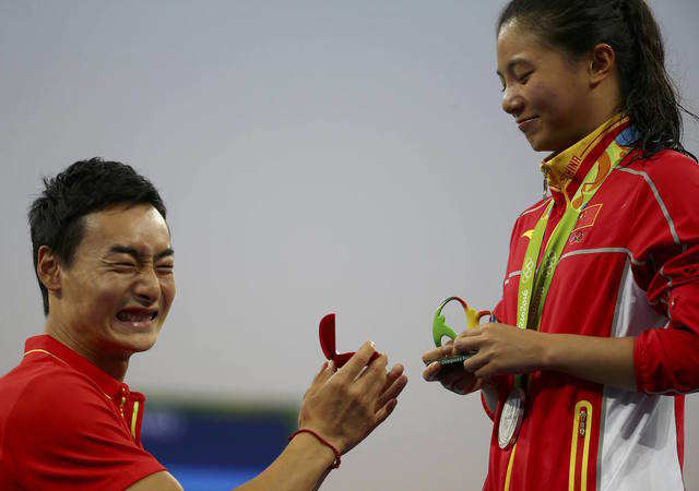 He Zi of China receives a marriage proposal from Olympic diver Qin Kai of China after the medal ceremony. She accepted Qin's proposal.