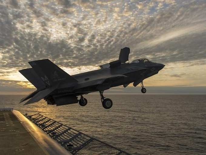 Robot fighter jet will fly in America