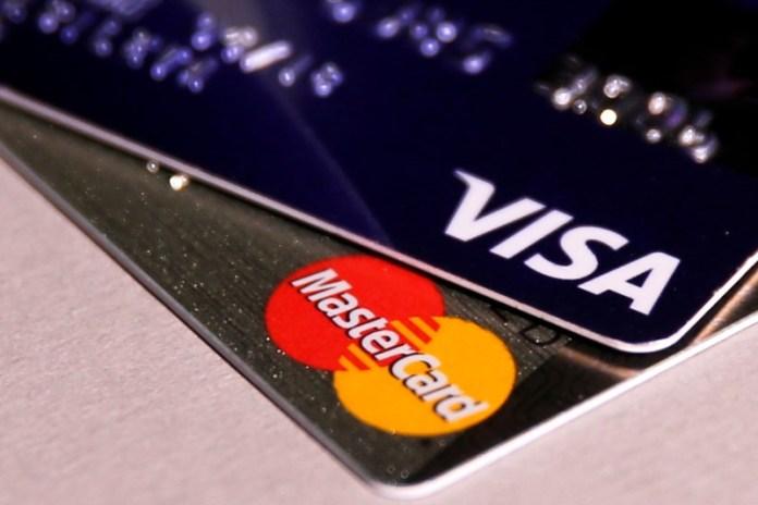 © Reuters.  Visa A Falls 4.05%