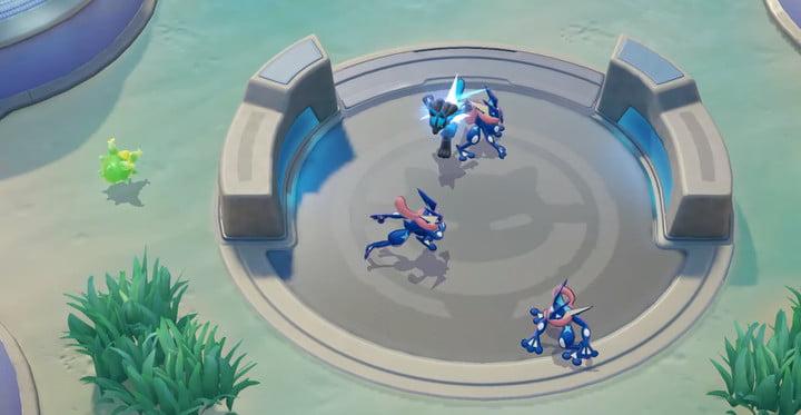Greninja attacking in Pokémon Unite.