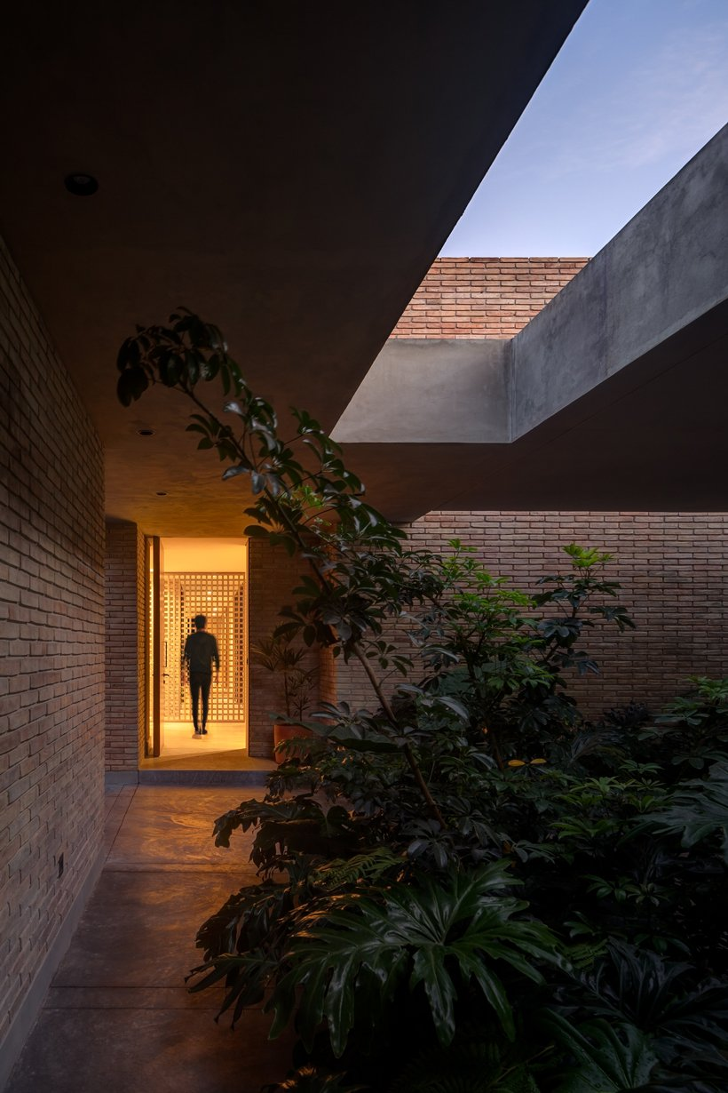 asps white clay brick residence revolves around interior courtyards in mexico city 1