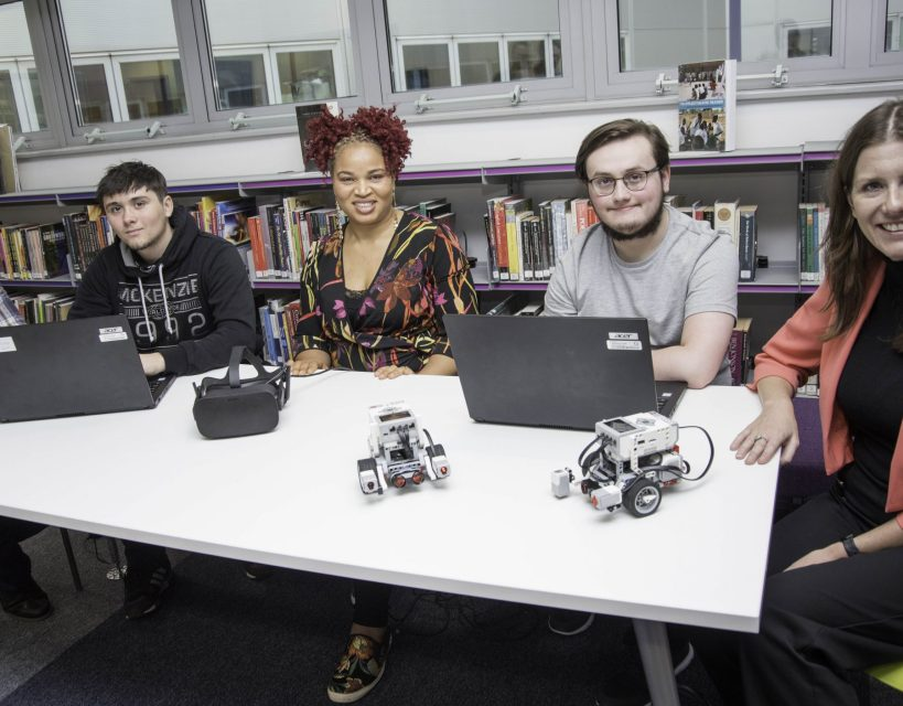 Education Minister visits Gateshead College to learn more about new technical qualificatioons