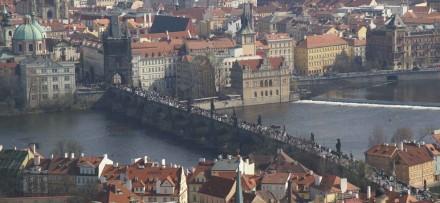 Die Karlsbrücke von der Burg gesehen. Fotos: Bertram Feld