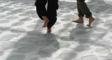 Installation in Madrid: barefoot over wet marble.