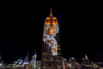 Empire State Building: iluminação digital e projeção mapeada cortando os céus de Nova York. Veja aqui