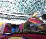 Maior domo elíptico da Ásia, num shopping center em Yunnan (China), a chamada Cidade das Flores: 14 projetores a laser alimentam este átrio de 28m de largura. Veja mais