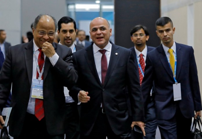 © Reuters. FILE PHOTO: Venezuela's Oil Minister and President of Venezuelan state-run oil company PDVSA Manuel Quevedo arrives to attend the Petrotech conference in Greater Noida