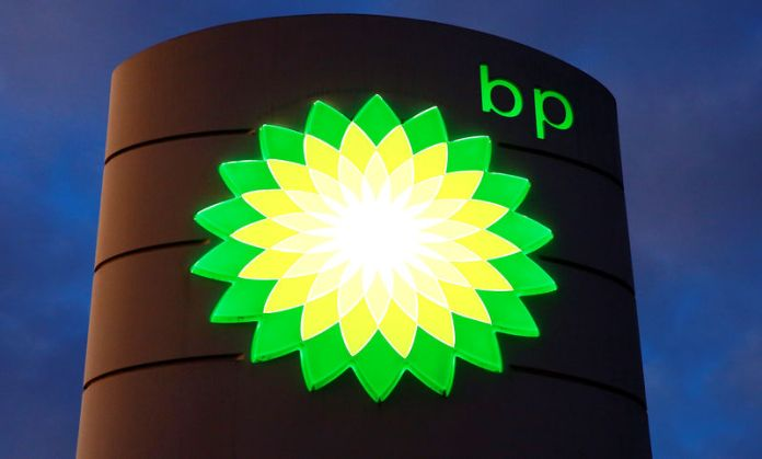 © Reuters. Logo of BP is seen at a petrol station in Kloten