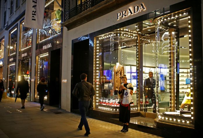 © Reuters. Festive lights decorate the Prada store on New Bond Street as shoppers do Christmas shopping in central London