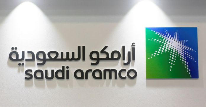 © Reuters. FILE PHOTO: Logo of Saudi Aramco is seen at the 20th Middle East Oil & Gas Show and Conference