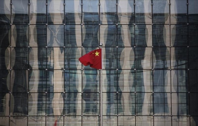 © Reuters.  OECD Cuts China 2019 GDP Outlook Amid Risks From Debt, Housing