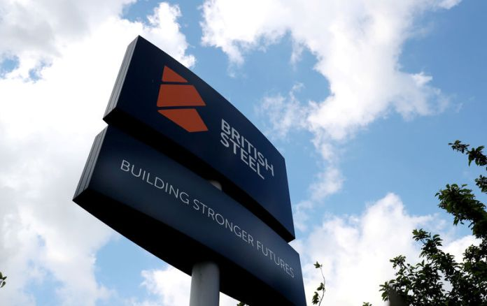 © Reuters. FILE PHOTO: A British Steel works sign is seen in Scunthorpe