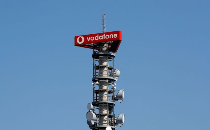 © Reuters. Different types of 4G, 5G and data radio relay antennas for mobile phone networks are pictured on a relay mast operated by Vodafone in Berlin