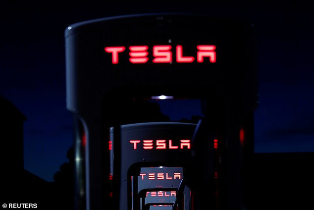 Tesla wants to take over the production of its batteries according to a new report from CNBC.