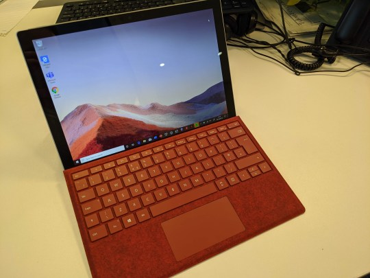 The Pro 7 keeps the same tablet design with detachable keyboard cover as its predecessor (Metro)
