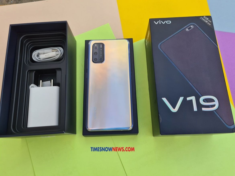 Vivo V19 box contents